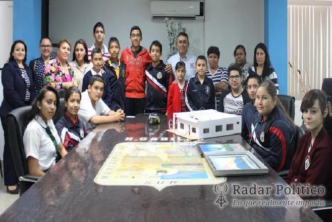 Compromete alcalde f pelayo todo el apoyo a estudiantes for Oficinas pelayo