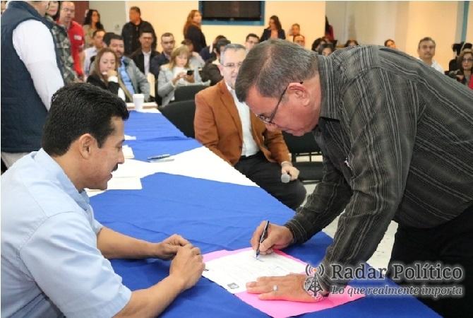 Por concurso reciben docentes plazas en el nivel for Concurso para plazas docentes